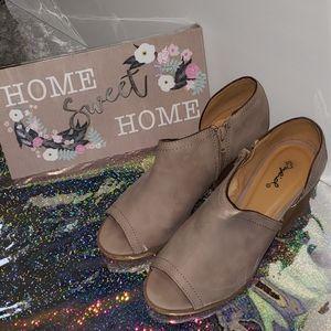 Ladies Qupid heels, size 7 1/2